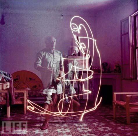 Gjonmili_pablopicasso_light
