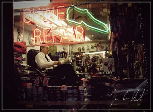 What_are_you_doing_the_rest_of_your_life_shoe_shiner_yuppie_wall_street_juan_carlos_hernandez_new_yorkpict0058